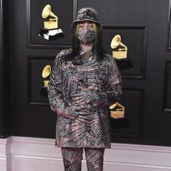 Billie Eilish en la alfombra roja de los premios Grammy 2021