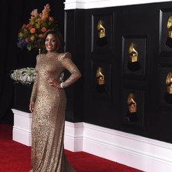 Mickey Guyton en la alfombra roja de los premios Grammy 2021