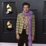 Harry Styles en la alfombra roja de los premios Grammy 2021