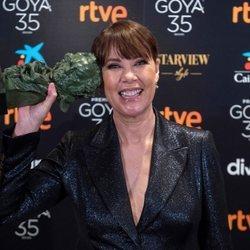Mabel Lozano con su Goya 2021 a Mejor cortometraje documental