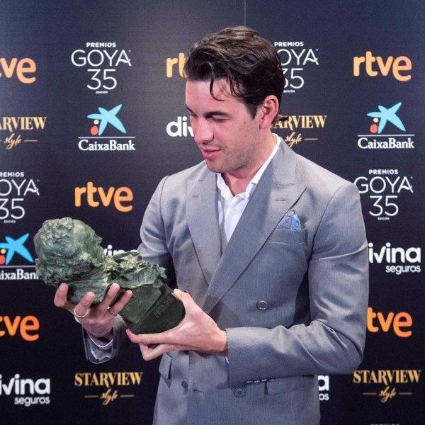 Ganadores/as de los Premios Goya 2021 recogiendo su galardón
