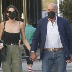 Kiko Matamoros y Marta López paseando por Madrid