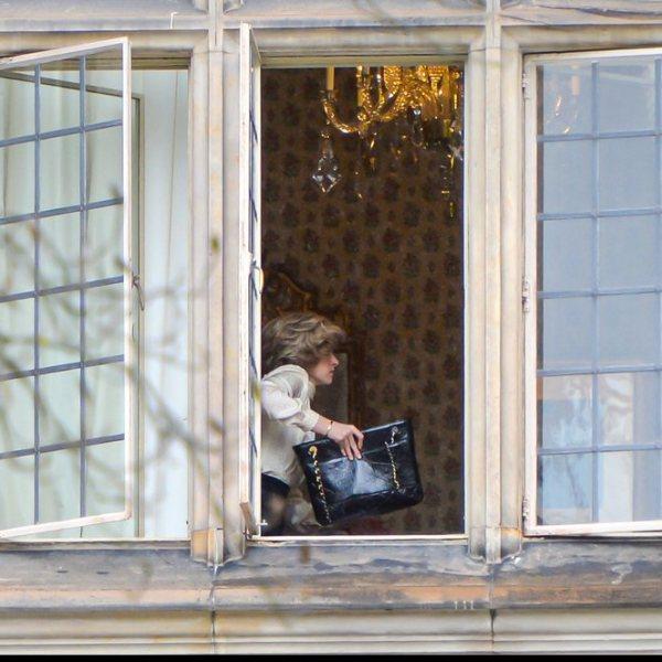 Kristen Stewart caracterizada como Lady Di durante el rodaje de la película 'Spencer'