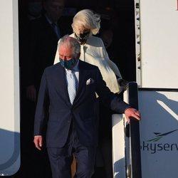 El Príncipe Carlos y Camilla Parker a su llegada a Grecia para celebrar el bicentenario de la Independencia de Grecia