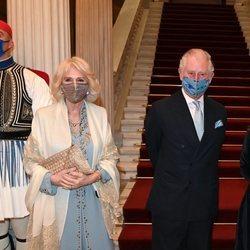 El Príncipe Carlos y Camilla Parker en la cena de Estado con motivo de su visita a Grecia para celebrar el bicentenario de la Independencia de Grecia