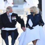 El Príncipe Carlos, muy atento con Camilla Parker en la celebración del bicentenario de la Independencia de Grecia