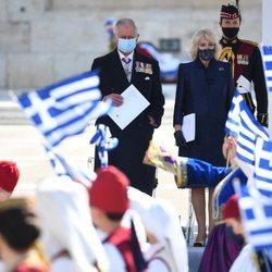 El Príncipe Carlos y Camilla Parker en la celebración del bicentenario de la Independencia de Grecia