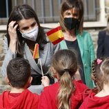 La Reina Letizia con unos niños durante su Viaje de Estado a Andorra
