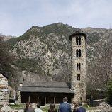 Los Reyes Felipe y Letizia admiran la Iglesia de Santa Coloma durante su Viaje de Estado a Andorra