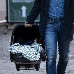 El tercer hijo de Carlos Felipe y Sofia de Suecia en el día de su nacimiento