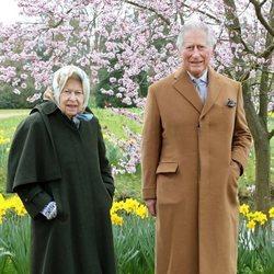 El Príncipe Carlos visitando a la Reina Isabel en el Castillo de Windsor por Pascua