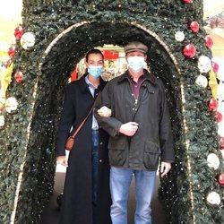 Luis de Luxemburgo y Scarlett-Lauren Sirgue en su primer posado navideño