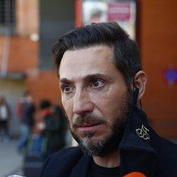 Antonio David Flores en Atocha atendiendo a los medios