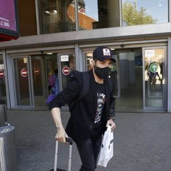 Antonio David Flores, maleta en mano en la estación de Atocha