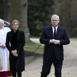 La Condesa de Wessex y el Príncipe Andrés en una misa en memoria del Duque de Edimburgo