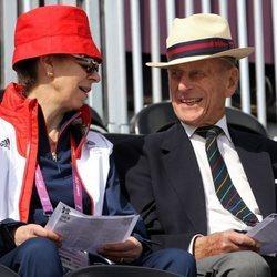 El Duque de Edimburgo y la Princesa Ana en Londres 2012