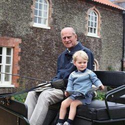 El Duque de Edimburgo y el Príncipe Jorge en un carruaje