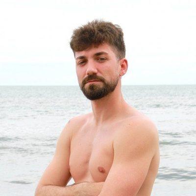 Alejandro Albalá posa en la playa en 'Supervivientes 2021'