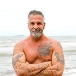 Carlos Alba posa en la playa en 'Supervivientes 2021'