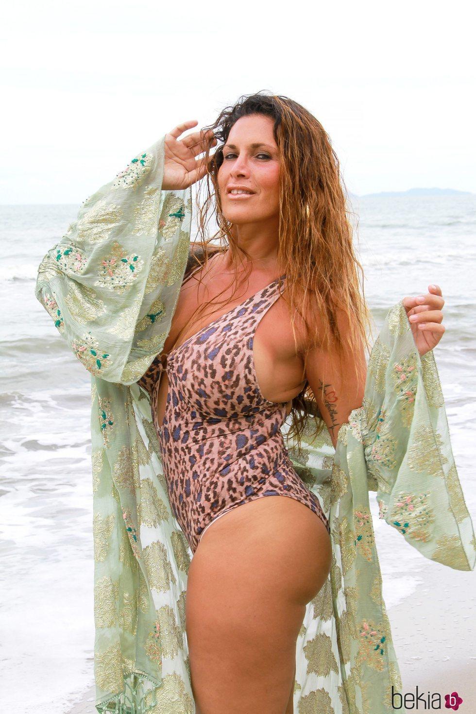 Lara Sajen posa en la playa en 'Supervivientes 2021'
