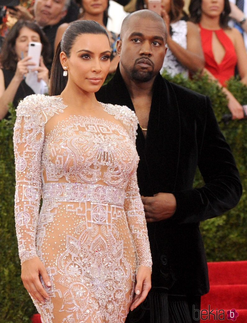 Kim Kardashian y Kanye West en la Gala del MET 2015
