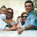 Rocío y David Flores con Rocío Carrasco, Rocío Jurado y Ortega Cano en la Virgen de Regla de 1999