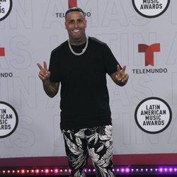 Nicky Jam en la alfombra roja de los Latin American Music Awards 2021
