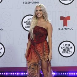 Carrie Underwood en la alfombra roja de los Latin American Music Awards 2021