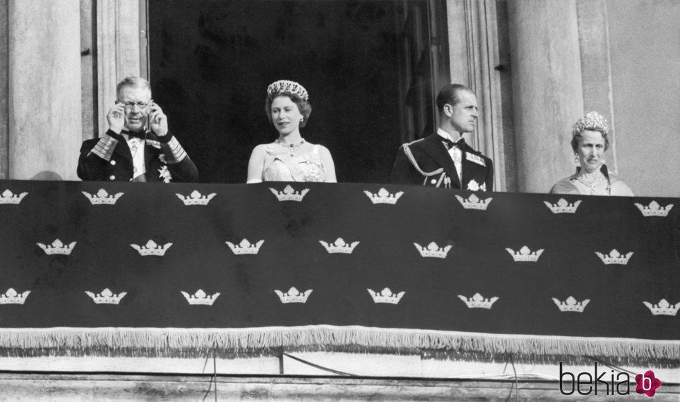 La Reina Isabel y el Duque de Edimburgo con sus tíos Gustavo VI Adolfo y Luisa de Suecia