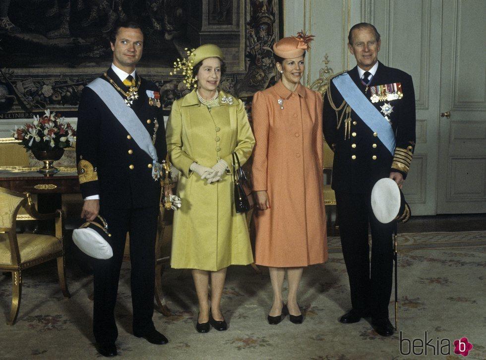 La Reina Isabel y el Duque de Edimburgo con Carlos Gustavo y Silvia de Suecia
