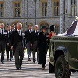 El Príncipe Carlos y la Princesa Ana encabezan el cortejo fúnebre del funeral del Duque de Edimburgo