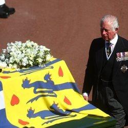 El Príncipe Carlos en el cortejo fúnebre del Duque de Edimburgo