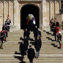 Los restos mortales del Duque de Edimburgo entran a la capilla de San Jorge