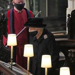 La Reina Isabel durante el funeral del Duque de Edimburgo