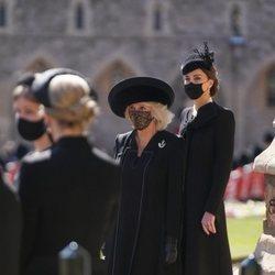 Kate Middleton y Camilla Parker en el funeral del Duque de Edimburgo