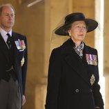 La Princesa Ana y el Príncipe Eduardo en el funeral del Duque de Edimburgo