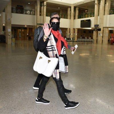 Isabel Pantoja en el aeropuerto de Jerez de la Frontera viajando a Madrid