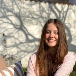 Isabel de Dinamarca, muy sonriente en la Cancillería de Fredensborg