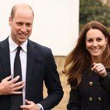 El Príncipe Guillermo y Kate Middleton en su visita a cadetes de la RAF
