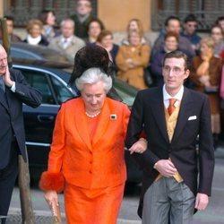 La Infanta Pilar acompañando a Fernando Gómez-Acebo el día de su boda