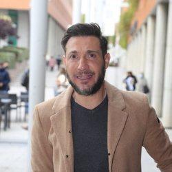 Antonio David Flores a la salida de un juzgado
