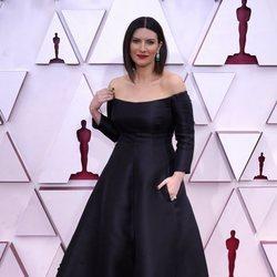 Laura Pausini en la alfombra roja de los Premios Oscar 2021