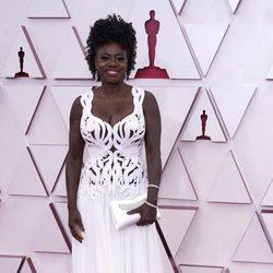 Viola Davis en la alfombra roja de los Premios Oscar 2021