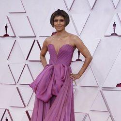 Halle Berry en la alfombra roja de los Premios Oscar 2021