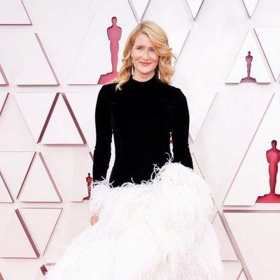 Laura Dern en la alfombra roja de los Premios Oscar 2021