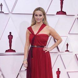 Reese Witherspoon en la alfombra roja de los Premios Oscar 2021