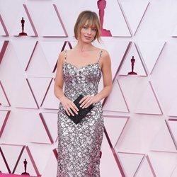 Margot Robbie en la alfombra roja de los Premios Oscar 2021