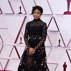 Sophia Nahli Allison en la alfombra roja de los Premios Oscar 2021