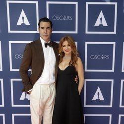 Sacha Baron Cohen e Isla Fisher en el visionado de los Premios Oscar 2021 en Sidney
