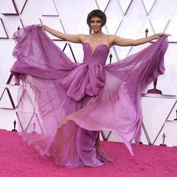 Halle Berry, espectacular en la alfombra roja de los Premios Oscar 2021